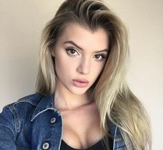 Alissa Violet Boyfriend, Dating, Age, Height, Feet, Wiki, Bio