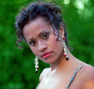 Angel Coulby Married, Husband, Boyfriend, Dating, Parents, Net Worth