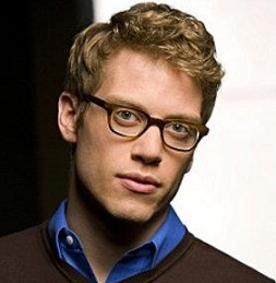 Barrett Foa husband