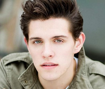 Casey Cott Wiki, Married, Girlfriend, Dating, Parents, Height, Show