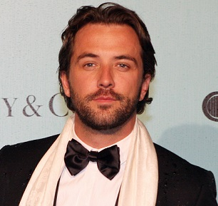 Darren McMullen Married, Engaged, Girlfriend, Gay, Family, Net Worth