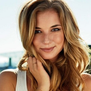 Emily VanCamp Boyfriend, Dating, Engaged, Married, Net Worth, Family