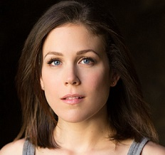 Erin Krakow Married, Husband, Boyfriend, Relationship, Family, Net Worth