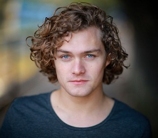 Finn Jones Wiki, Girlfriend/Boyfriend, Dating, Gay, Net Worth