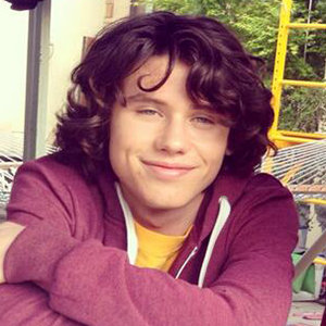 Finn Roberts Wiki: Age, Birthday, Height, Girlfriend, Dating, Parents, Siblings