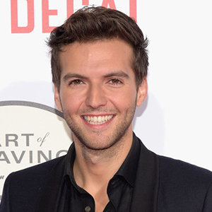 Guy Burnet Married, Wife, Girlfriend, Dating, Gay, Height, Family, Net Worth