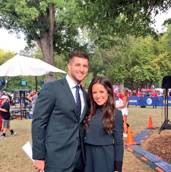 Kaylee hartung and tim tebow dating. viral video film school dating games.