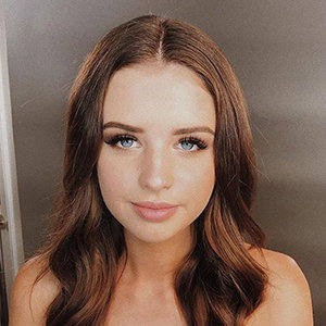 Jess Conte Wiki: Age, Birthday, Height, Family, Wedding, Husband, Engaged