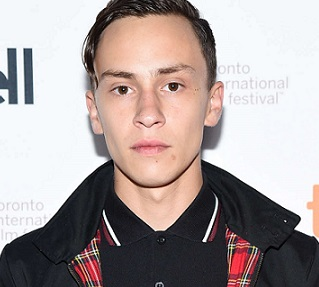 Keir Gilchrist Girlfriend, Dating, Gay, Rumors, Family, Net Worth, 2017