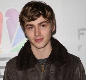 Miles Heizer Wiki, Girlfriend, Dating, Gay, Rumor