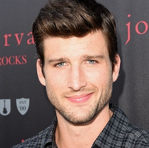 Parker Young Wiki, Girlfriend, Dating, Gay, Romance, Net Worth, TV Shows