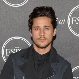 Peter Gadiot Married, Wife, Girlfriend, Dating, Affairs, Family, Ethnicity