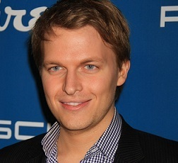 Ronan Farrow Wiki, Gay, Girlfriend or Boyfriend, Dating, Siblings