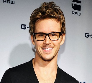 Ryan Kwanten Girlfriend, Gay, Married, Workout, Interview, Net Worth