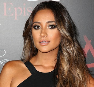 Shay Mitchell Married, Husband, Boyfriend, Dating, Lesbian, Ethnicity