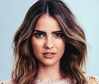 Shelley Hennig Wiki, Boyfriend, Dating, Affair, Baby, Net Worth, Family