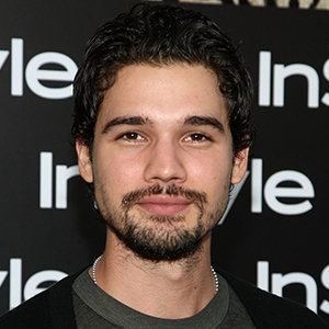 Steven Strait Wiki: Married, Wife, Divorce, Girlfriend, Dating, Gay, Net Worth