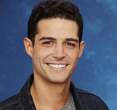 Wells Adams Wiki: From Age To Dating Affair Of Sarah Hyland's Boyfriend
