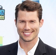 Jason Dundas Married, Wife, Girlfriend, Dating, Gay and Net Worth
