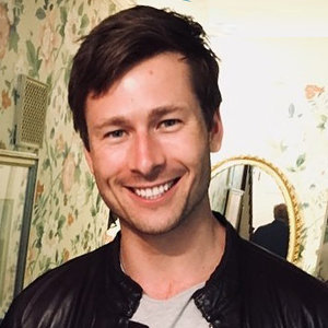 Set It Up's Glen Powell Girlfriend, Gay, Family