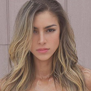 Anllela Sagra Wiki, Age, Boyfriend, Height, Before & After