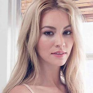 Bryana Holly Wiki, Baby, Height- More About Nicholas Hoult Partner