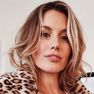 Caggie Dunlop Wiki, Net Worth, Parents, Boyfriend