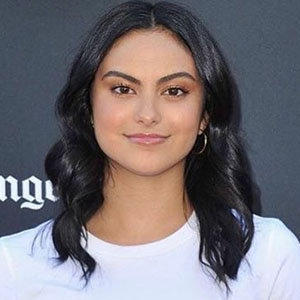 Camila Mendes Wiki, Boyfriend, Dating, Parents, Siblings