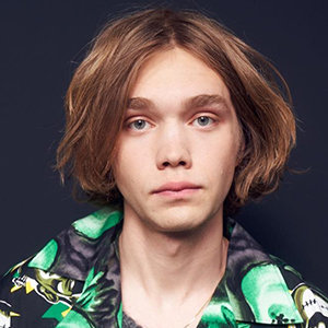Charlie Plummer Bio, Dating, Parents, Net Worth