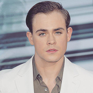 Dacre Montgomery Wiki, Gay, Girlfriend, Parents