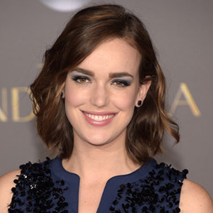 Elizabeth Henstridge Boyfriend, Affair, Net Worth