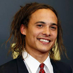Frank Dillane Girlfriend, Dating, Gay, Height, Bio, Hair
