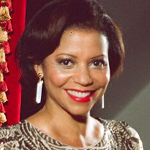 Gloria Reuben Net Worth, Married, Ethnicity, 2019