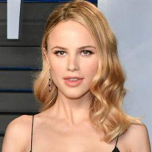 Halston Sage Boyfriend, Dating, Family