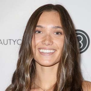 Hannah Meloche Wiki, Boyfriend, Net Worth, Where Does She Live?