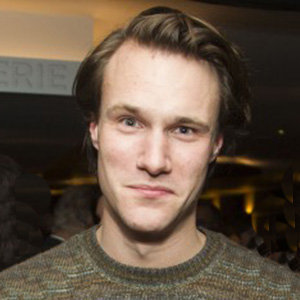 Hugh Skinner Parents, Height, Girlfriend, Dating, Gay