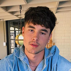 Kian Lawley Dating Status Now, Insight His Girlfriend History
