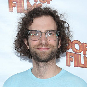 Kyle Mooney Girlfriend, Wife, Gay, Net Worth