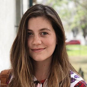 Laura Dreyfuss Bio, Family, Dating, 2019