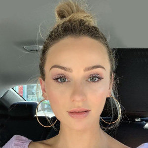 Lauren Bushnell Wiki, Age, Boyfriend, Dating, Engaged, Breakup, News