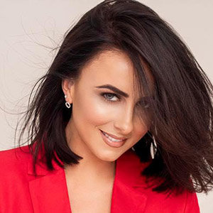 Lisa McHugh Boyfriend, Dating, Family, Net Worth