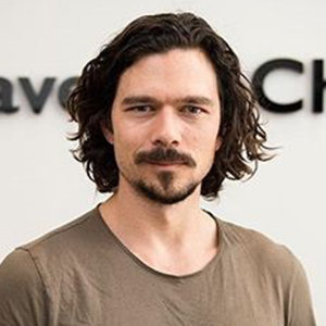 Luke Arnold Girlfriend, Family, Ethnicity