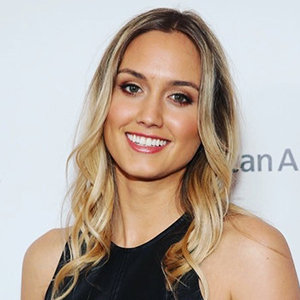 Naomi Kyle Wiki, Age, Husband, Dating, Height, Feet