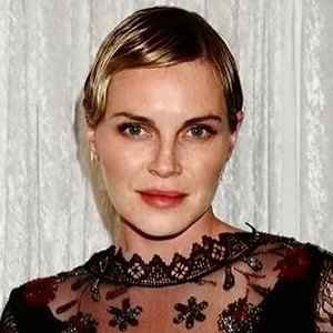 Phoebe Dahl Exclusive Wiki: Engaged, Dating Life, Net Worth