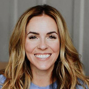 Rachel Hollis Wiki, Husband, Family, Net Worth