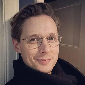 Samuel Barnett Gay, Dating, Parents, Net Worth