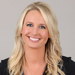 Sarah Kustok Wiki, Married, Husband, Partner, Salary