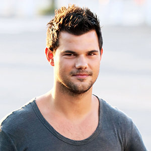 Taylor Lautner Girlfri...