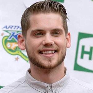 Tony Oller Bio, Girlfriend, Married, Net Worth