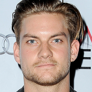 Jake Weary Wiki, Girlfriend, Dating, Gay, Affair, Family, Net Worth, Height